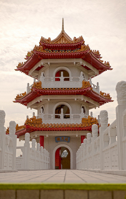 One of the twin Pagoda buildings in the Singapore Chinese gardens