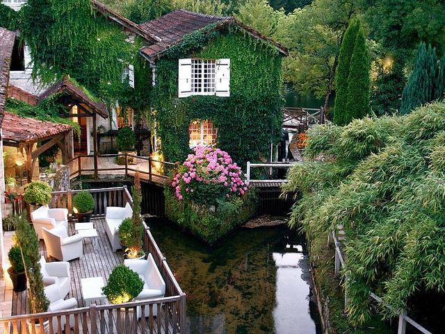 Le Moulin Du Roc Hotel in Champagnac-de-Belair, Aquitaine, France