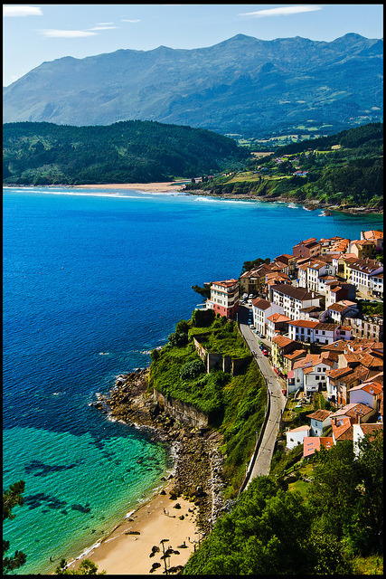 "View from the San Roque viewpoint of the fishing village of Lastres, Asturias, Spain .]]>"" id=""IMAGE-mdkw0bIJu41r6b8aao1_500″ /></noscript><img class="