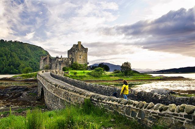 The way to Eilean Donan Castle, Highlands / Scotland