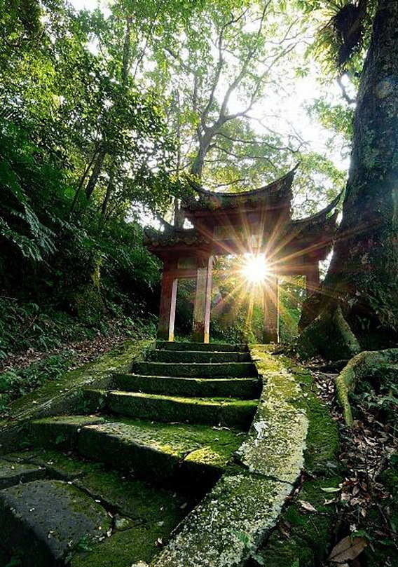 Sunlight on the old temple trails, Puan Temple / Taiwan